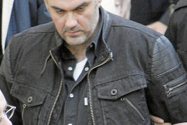 Cadena perpetua para el policía griego que mató a un adolescente en 2008