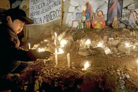 Las familias de los 33 mineros atrapados en Chile ven la luz al final del túnel