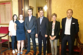 Eugènia Crespí, Joana Maria Adrover, Aitor Ortega, el batle Jose Hila , Almudena Moreno, Kemel Kabachi.