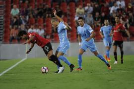 El Mallorca domina y logra ante el Girona la primera victoria de la temporada