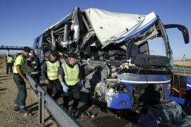 Un fallecido y 20 heridos en una colisión entre un autobús y un camión en Soria