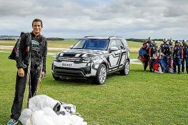 Bear Grylls realiza una exclusiva prueba a remoto con el Discovery