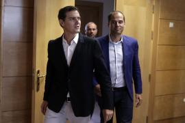 Rivera dice que parece que Rajoy esté esperando que le «caiga del cielo la investidura»