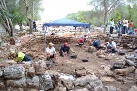 Las excavaciones en l'Hospitalet Vell sacan a la luz un edificio talayótico que podría ser un santuario