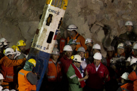 Antena 3 lleva a la tele el  rescate de los mineros chilenos