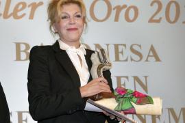 La baronesa Thyssen recibe el premio 'Alfiler de Oro'