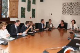 Armengol recibe a vecinos y comerciantes contrarios a la reforma de la Platja de Palma