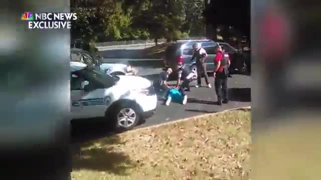 Un nuevo vídeo muestra el momento de la muerte de un hombre negro a manos de policía