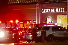 Cuatro muertos y un herido tras un tiroteo en un centro comercial de Washington