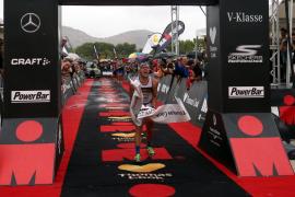 Carlos López y Jocelyn Maccauley, vencedores de un Thomas Cook Ironman Mallorca pasado por agua
