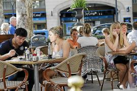 El IB-Salut factura 13,7 millones por atender a turistas europeos sin tarjeta