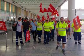 Más de 200 trabajadores de Son Sant Joan se manifiestan para exigir el cumplimiento del convenio