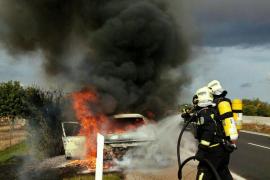 Arde un coche en la autopista de Inca