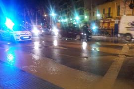 Una tubería revienta en la zona de la plaza Madrid