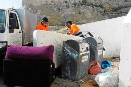 Recogen 500 kilos de basura, muebles viejos y electrodomésticos en sa Penya