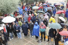 Unas 500 personas participan en la marcha por la apertura de los caminos a la finca de Planicia