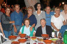 Multitudinaria cena de 'fideus de vermar' en Can Arabí