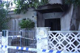 Un hombre resulta herido tras quemarse por completo su chalet en Can Picafort