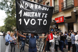 Un dispositivo policial vigila la sede ante posibles enfrentamientos entre simpatizantes