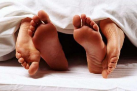 Las españolas se inician en el sexo a los 16 años