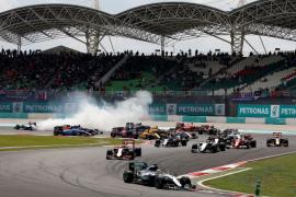 Ricciardo encabeza doblete Red Bull en Malasia, donde Rosberg es más líder tras abandonar Hamilton y Alonso termina séptimo