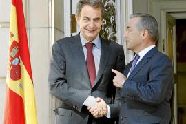 Rivero sella con Zapatero su apoyo a los Presupuestos en pro de la «estabilidad» del país