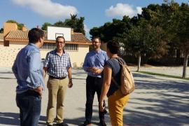 Cort invierte cerca de 93.000 euros en acondicionar el patio del colegio Camilo José Cela