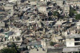 La ayuda internacional empieza a llegar a Haití entre el caos y la destrucción