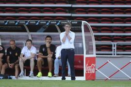 El vestuario arropa a Fernando Vázquez