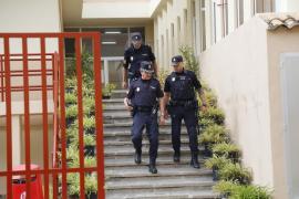 La Policía Nacional acude al centro ante el nerviosismo de algunos padres