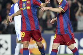 El Barça alcanza el liderato del grupo tras un partido de mínimos (2-0)