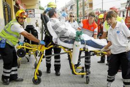 Dos personas resultan intoxicadas tras inhalar humo en el incendio de un ático en Palma