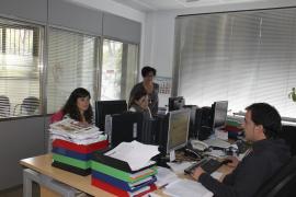 La delegación del Grup Serra recibe el premio Dijous Bo de Comunicación