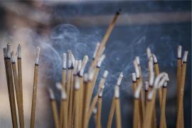 El humo del incienso es tan perjudicial como el del tabaco