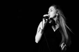 La voz de Mary Lambourne suena en El Pesquero