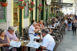 Los residentes de Palma reclaman que las terrazas abran menos horas