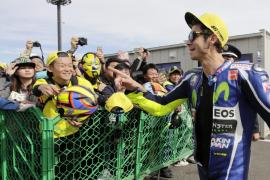Rossi consigue la 'pole' en Japón por delante de Márquez y Lorenzo