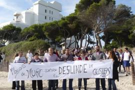 Más de 500 personas se manifiestan en Playas de Muro contra el deslinde de Costas