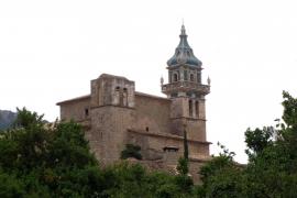 La iglesia de la Cartoixa de Valldemossa se desprende de su gran mal, la cubierta