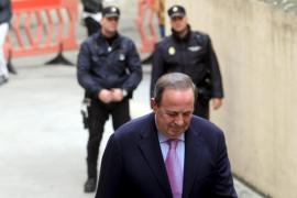 Castro da el primer paso para sentar a Matas y a Rodríguez en el banquillo por las adjudicaciones a Over Marketing