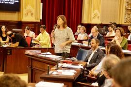 Armengol afirma que «no hay previsto ningún nuevo impuesto en 2017»