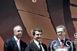 Cruyff defiende la gestión de Laporta