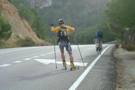 Un joven que practicaba 'roller ski' en la Platja de Palma, grave al chocar con un camión