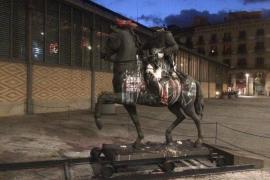 Colocan una cabeza de cerdo en la estatua decapitada de Franco en Barcelona