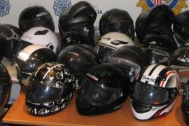 La Policía Nacional recupera más de 40 cascos de motos