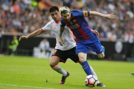 Un penalti en el minuto final da los tres puntos al Barça en un vibrante partido