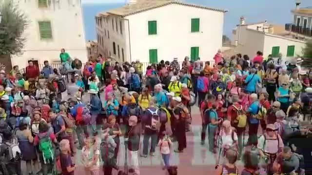 Más de 400 personas celebran la apertura del Camí Vell de Planícia
