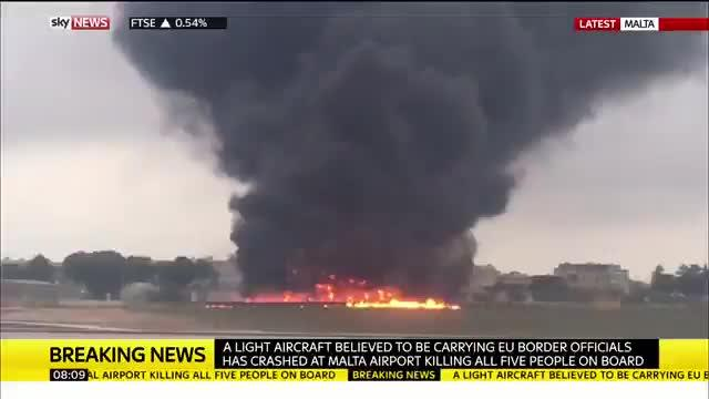 Al menos 5 muertos tras estrellarse un avión en el Aeropuerto Internacional de Malta