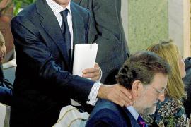 Aznar alerta de que legalizar a Batasuna como plantea el Gobierno supone «nuestra derrota»