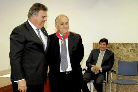 La Fiscalía condecora a Elicio Àmez, ex jefe del Cuerpo Nacional de Policía